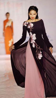 black and gold Vietnamese wedding dress (ao dai) Vietnamese traditional dress Pham Winter wedding dress inspiration. Vietnamese Traditional Dress, Vietnamese Dress, Traditional Dresses, Vietnamese Clothing, Asian Fashion, Hijab Fashion, Fashion Dresses, Maxi Dresses, Trendy Fashion
