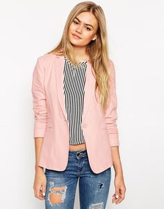 ASOS Linen Blazer DKK399.99      Lined linen-blend     Notch lapels     Single button fastening     Light shoulder padding      Non functional pockets     Regular fit - true to size     Machine wash     57% Linen, 43% Viscose     Our model wears a UK 8/EU 36/US 4