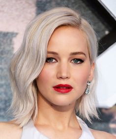 Hair color inspiration: Jennifer Lawrence's platinum lob