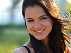 Love songs from Brazil! It seems that after a long string of quickly discarded Brazilian women, it looks like the Brazil's biggest male heartthrob has finally settled down on a lovely lady, and the lucky one is none other than gorgeous Bruna Marquezine.