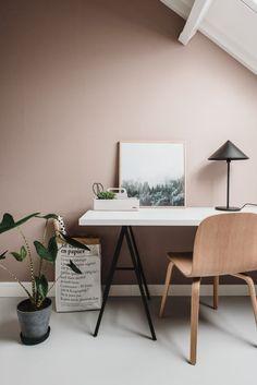 8 πανέμορφα ροζ γραφεία στο σπίτι, που θα σε βάλουν να βάψεις το δωμάτιο! #βαψιμο2021 #βαψιμοδωματιου #βαψιμοιδεες #γραφειοδωματιο #γραφειοσπιτιου #γραφειοστοσπιτι #δουλειααποτοσπιτι #ιδεεςδιακοσμησης #ροζ #χρωματοιχου #χρωματατοιχων ΑΝΑΚΑΙΝΙΣΗ Home Office Design, Home Office Decor, Home Decor Bedroom, Home Office Inspiration, Interior Inspiration, Office Ideas, Cores Home Office, Living Room Interior, Living Room Decor