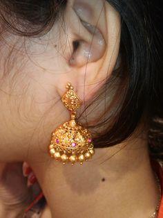 Latest Gold Jewellery, Indian Jewellery Design, Indian Jewelry, Jewelry Design, Antique Jewelry, Gold Jewelry, Traditional Earrings, Diamond Earrings, Drop Earrings