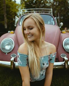 Classic Car News Pics And Videos From Around The World Volkswagen Germany, Volkswagen Group, Vw Bus, Vw Coccinelle Cabriolet, Carros Vw, Vw Beetle Convertible, Hot Vw, Bus Girl, Pin Up