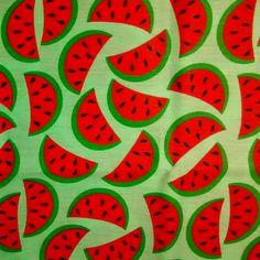 C0108 - melancias, fundo verde claro.