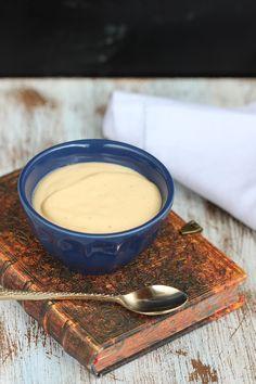 Apenas 3 Ingredientes nessa receita!! Mousse de Maracujá da minha avó Marina.  Mais receitas em senhoramesa.com.br! Siga nosso Instagram: @senhoramesa