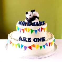 Loved this colorful design! And hugging pandas for twins' birthdays. Panda Birthday Cake, Twin Birthday Cakes, Bolo Panda, Simple Cake Designs, Panda Cakes, Twins Cake, Two Tier Cake, Panda Party, Baking Cupcakes