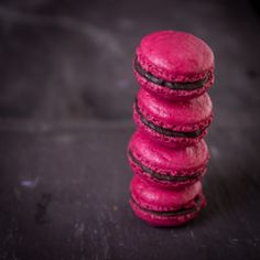 Pink Macaroons - Very good! 10 minutes of cooking was enough for me. I put nutella in the center and it was excellent!