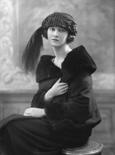 VINTAGE BLOG: Sylvia Leslie by Bassano 1921