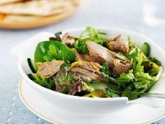 Indisches Lammfleisch auf grünem Salat ist ein Rezept mit frischen Zutaten aus der Kategorie Lamm. Probieren Sie dieses und weitere Rezepte von EAT SMARTER!