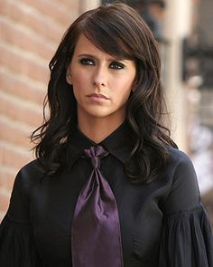 Jennifer Love Hewitt,  Ghost Whisperer.