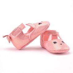If you are looking for a crib shoe that is perfect for your little one, then the Oh So Cute Bunny is your go-to. These fun flats are perfect for your sweet baby girl!  Size Age1.0. fit for 0-6 months baby 2.0. fit for 6-12 months baby 3.0. fit for 12-18 months baby
