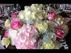 Centro de mesa con hortensias y rosas