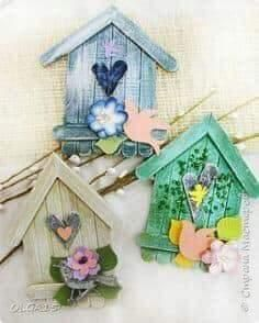 Kids Crafts, Home Crafts, Diy And Crafts, Craft Projects, Popsicle Stick Birdhouse, Diy Popsicle Stick Crafts, Popsicle Sticks, Decoration Originale, Wooden Crafts
