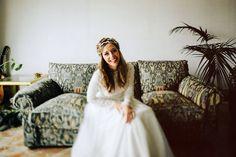 Ana con vestido de novia de Navascues y corona de Suma cruz Serafin castillo boda love