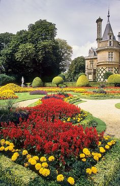 Waddesdon Gardens, Buckinghamshire, England | Outstanding bedding plant schemes in a Victorian garden (7 of 30) by ukgardenphotos, via Flickr