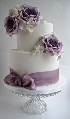 White and purple wedding cake idea