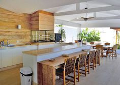 Kitchen Island Design With Seating Shelves Ideas Indoor Outdoor Kitchen, Outdoor Living, Kitchen Island Designs With Seating, Kitchen Dining, Kitchen Decor, Dining Room, Balkon Design, Home Kitchens, Home Furniture