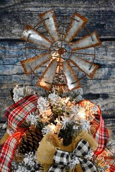This rustic, vintage, farmhouse, DIY Bed Spring Windmill Christmas Tree Topper is the perfect Farmhouse addition to your Christmas tree. Christmas Projects, Christmas Diy, Christmas Decorations, Holiday Decor, Xmas, Country Christmas, Christmas Holiday, Christmas Trees, Holiday Fun