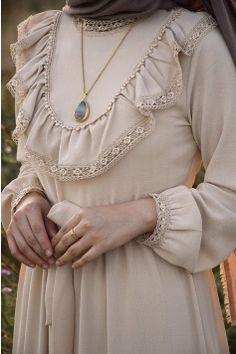 Prenses Model Bej Renk Elbise - My Tutorial and Ideas Islamic Fashion, Muslim Fashion, Modest Fashion, Fashion Dresses, Abaya Mode, Outfit Vestidos, Hijab Stile, Hijab Style Dress, Hijab Fashionista