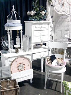 The Vintage Farmhouse Market Displays, Booth Displays, Store Displays, White Painted Furniture, Small Furniture, French Furniture, Antique Mall Booth, Antique Fairs, Booth Ideas