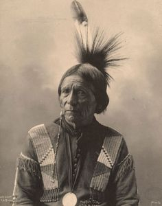 Peatwy - Chef de la tribu Meskwahki - Photo par Frank A. Rinehart, 1898 - Original.