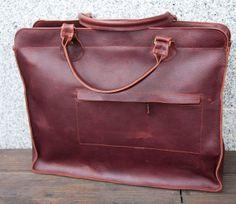 Aktówka ze skory z przegrodą na laptopa i kieszenią na iPada.#MansFashion  #mansBag #bag #briefcase #leather #leatherBag