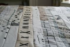 The ultimate quilt: 2,5 in strips of assorted black and white fabric with lines (some tips)