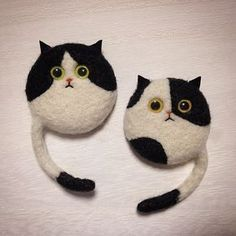 Tips For Introducing Cats Needle Felted Cat, Needle Felted Animals, Felt Animals, Needle Felting Tutorials, Felt Cat, Felt Brooch, Felt Patterns, Cat Crafts, Felt Fabric