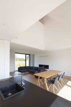 Image 19 of 37 from gallery of Suburban House in Tychy / TTAT. Photograph by Tomasz Zakrzewski Suburban House, International Style, Interior And Exterior, Architecture, Poland, Modern, Table, Furniture, Dining Rooms