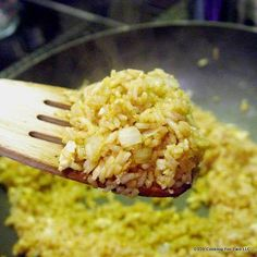 """easy fried rice recipe using Minute Rice for that """"eat in"""" Chinese meal. - Easy Recipes An easy fried rice recipe using Minute Rice for that """"eat in"""" Chinese meal. An easy fried rice recipe using Minute Rice for that """"eat in"""" Chinese meal. Veg Dinner Recipes, Indian Veg Recipes, Easy Rice Recipes, Vegetable Recipes, Asian Recipes, Vegetarian Recipes, Ethnic Recipes, Fast Recipes, Vegetable Dish"""