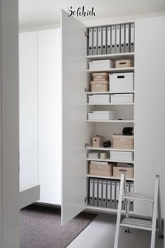 Storage space ideas and inspiration for your home- Stauraum Ideen und Inspirationen für deine Wohnung The best storage space ideas for your study! Practical ideas for order! Photo: ROOM IDEAS by C. Home Office Design, Home Office Decor, Organizar Closet, Office Organization At Work, Ikea Office Storage, Cool Office Space, Man Office, Ideas Prácticas, Mawa Design