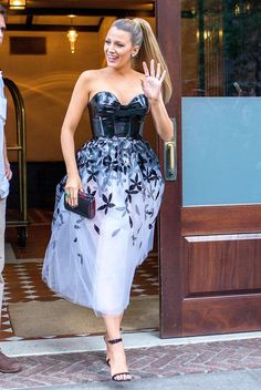 Pregnant Blake Lively just looks even more amazing every day! Stepping out in NYC, Lively is redefining maternity style! See other celeb pics! Celebrity Maternity Style, Celebrity Outfits, Maternity Fashion, Celebrity Style, Maternity Wear, Gossip Girl Fashion, Gossip Girls, Blake Lively Style, Celebs