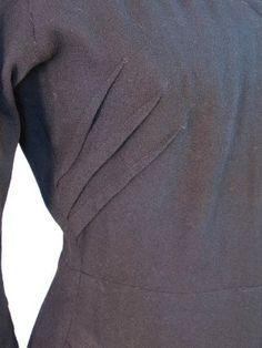 Triple pinza. Dardo busto en un vestido de lana 1940. Vintagedetail