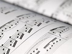 Andijk - Elk lied is op eigen wijze ontstaan; door een ervaring van een dichter, de componist werd door iets geïnspireerd, tijd en geschiedenis doorademen de tekst. Kortom: achter elk lied gaat een...