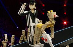 """Miley Cyrus no VMA, """"Adventure Time"""", Grumpy Cat e muito mais em versão Lego"""