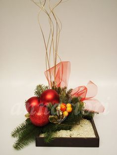 1000 images about christmas florals tablepieces on - Decoracion de jarrones con flores artificiales ...