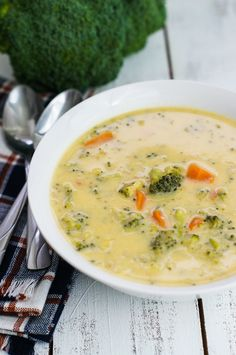 A simple cheese broccoli soup recipe that is easy to make and filled with delicious cheddar cheese, broccoli and carrots. Vegan Breakfast Recipes, Healthy Eating Recipes, Vegan Recipes Easy, Clean Eating Snacks, Queso Cheddar, Cheddar Cheese, Broccoli Cheddar, Brocoli Soup, Broccoli Soup Recipes