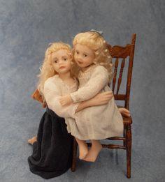Vandaag zijn de twee zusjes helemaal compleet en af ... Deze twee waren heel geduldig ,want heb hier heel lang aan gewerkt. iedere kee...