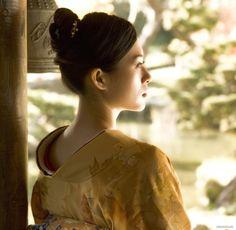 Google Image Result for http://www.helloziyi.us/Galleries/new/memoirs-of-a-geisha-hq-set2-01.jpg