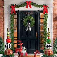 Front Door Christmas Decorations, Christmas Front Doors, Christmas Wreaths, Porch Christmas Lights, Outside Christmas Decorations, Christmas Villages, Christmas Traditions, Christmas Ornaments, Boxing Day