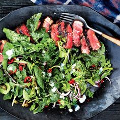 Sliced Strip Steak with Arugula and Parsley Recipe Good Steak Recipes, Grilled Chicken Recipes, Beef Recipes, Vegetarian Recipes, Cooking Recipes, Yummy Recipes, Recipies, Healthy Recipes, Spring Grilling Recipes