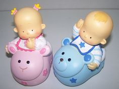 Figuras tarta bautizo.   Figura hucha para pastel bebés dentro de zapatilla animalitos.  Medidas: 16,5 cm
