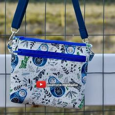 Diy Bags Patterns, Handbag Patterns, Messenger Bag Patterns, Diy Messenger Bag, Sewing Tutorials, Sewing Projects, Diy Bags Purses, Handmade Fabric Purses, Diy Tote Bag
