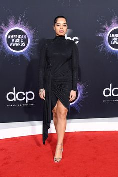 Ella Mai The American Music Awards 2019 Red Carpet Did Not Disappoint Thanks To Lizzo And Selena Gomez Pia Mia, Christina Aguilera, Carrie Underwood, American Idol, Billie Eilish, Shawn Mendes, Selena Gomez, Taylor Swift, American Music Awards 2019