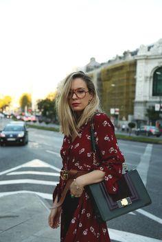 Un look con últimas tendencias como este vestido camisero: Todos los detalles de las prendas en el post de hoy: http://www.myshowroomblog.es/looks/fin-de-semana/vestido-camisero/