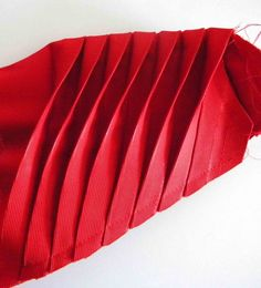 Almost everyone who've read my post about the Red Dress I made using Burda Style's 08/2012 no. 121 pattern, were very interested in how I made the origami sleeves and added it to the original dress...
