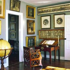 Grand tour souvenirs, prints and grisaille paintings and drawings in the home of late fashion designer Bill Blass. House Drawing, Drawing Room, Bill Blass, Classic Interior, Beautiful Interiors, Interior Design Inspiration, Great Rooms, Decoration, Interior Architecture