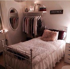 Decoração simples e charmosa para quartos pequenos.