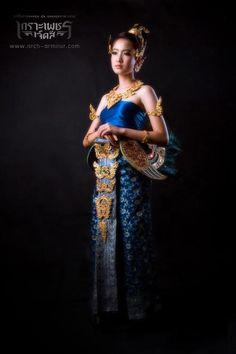 ✿ Thai women and Thai dress . ( Taew Natapohn )