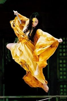 40 Peaceful And Solid Shaolin Monk Martial Art Demonstrations - Bored Art Female Martial Artists, Martial Arts Women, Chinese Martial Arts, Arte Ninja, Amaterasu, Action Poses, Aikido, Drawing Poses, Tai Chi